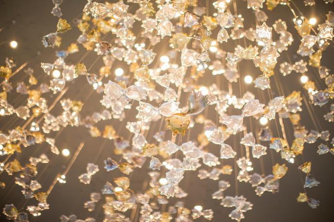 教堂顶部水晶吊饰 巴厘岛索菲特婚礼酒店