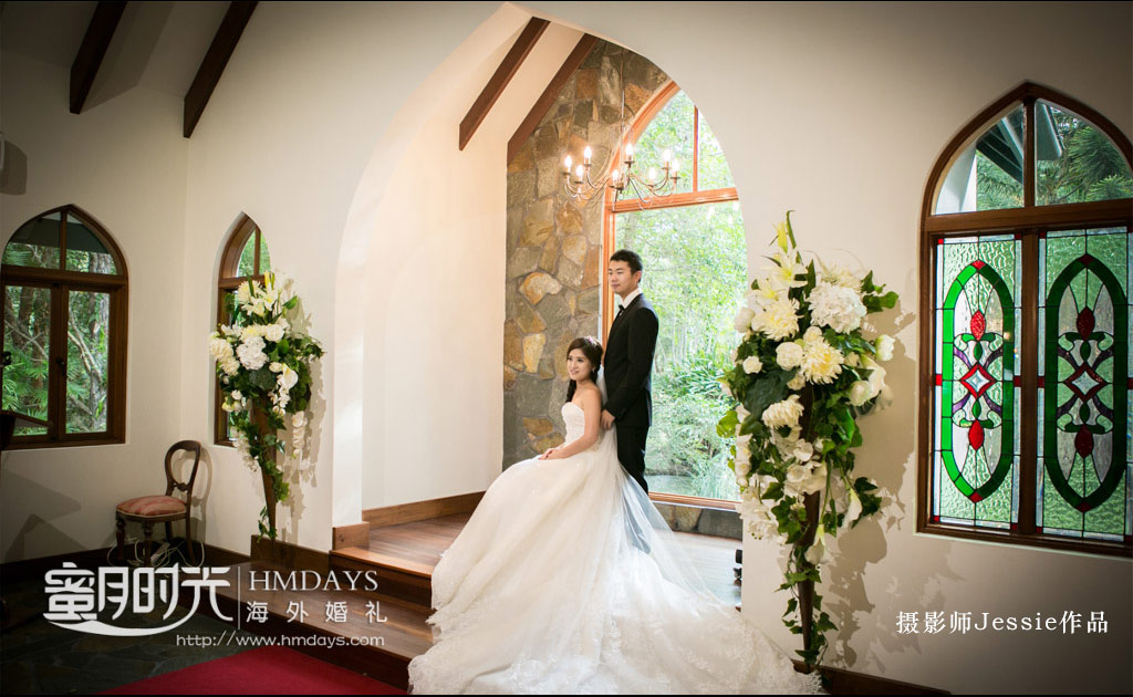 在圣台前拍摄婚纱照 澳洲庄园教堂婚礼