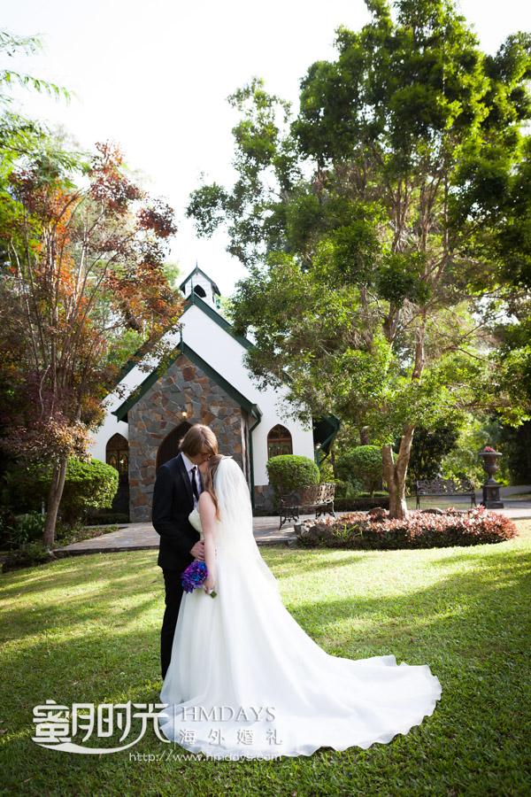 新人可以在婚礼时间教堂周围取景拍摄 澳洲庄园教堂婚礼