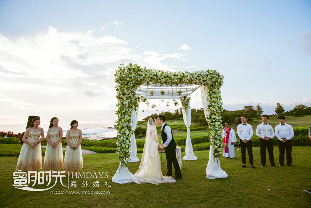 巴厘岛海神庙海景婚礼