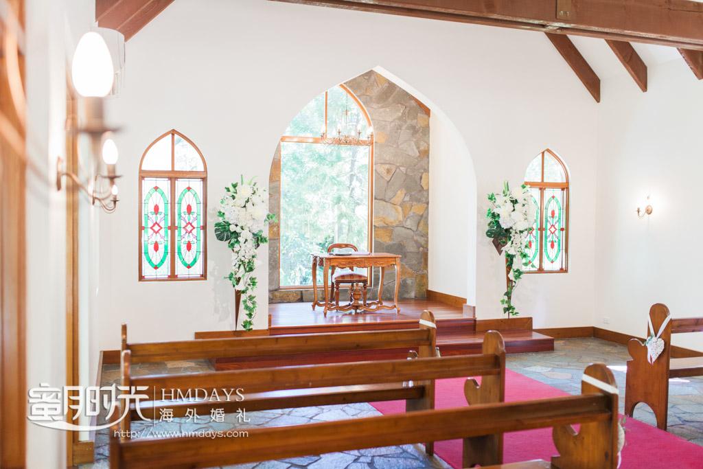 教堂内圣台侧面特写 澳洲庄园教堂婚礼