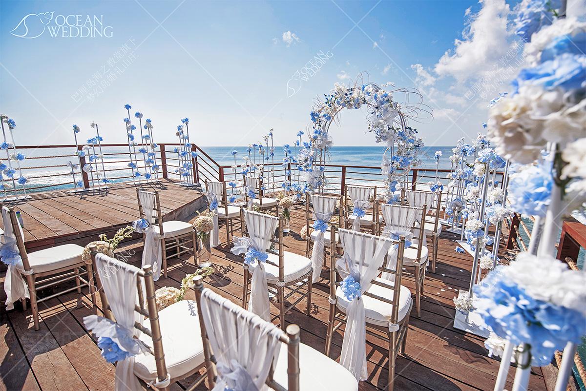 巴厘岛梦幻岩婚礼_蓝白布置_免费 巴厘岛梦幻岩婚礼