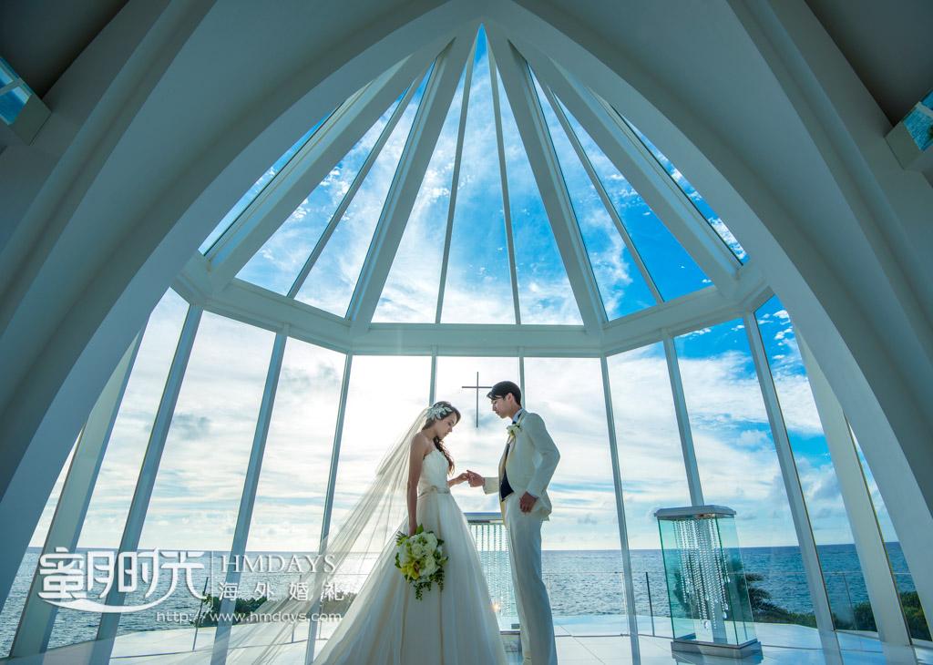 仪式之后幸福的合影留念 冲绳露梅尔(海之光)教堂婚礼