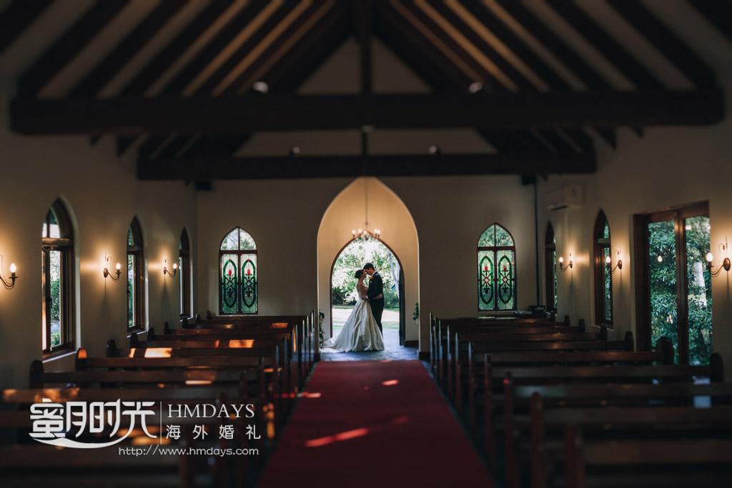 教堂内合影留念 澳洲庄园教堂婚礼