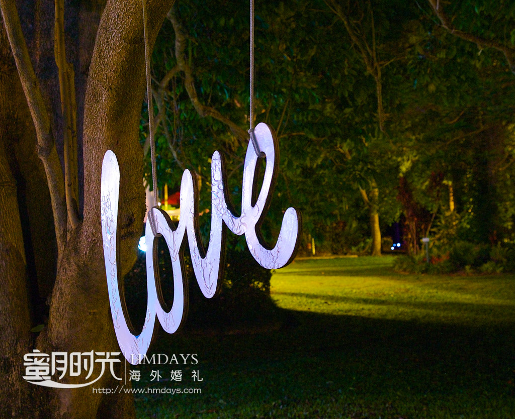 LOVE灯箱特写,在大树下 澳洲婚礼庄园内景