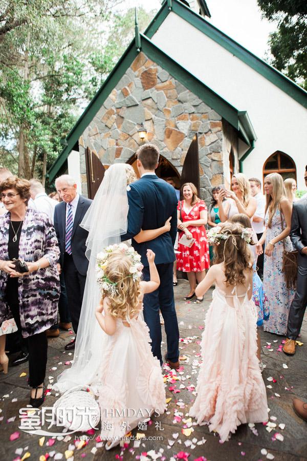 礼成花瓣雨环节摄影 澳洲庄园教堂婚礼