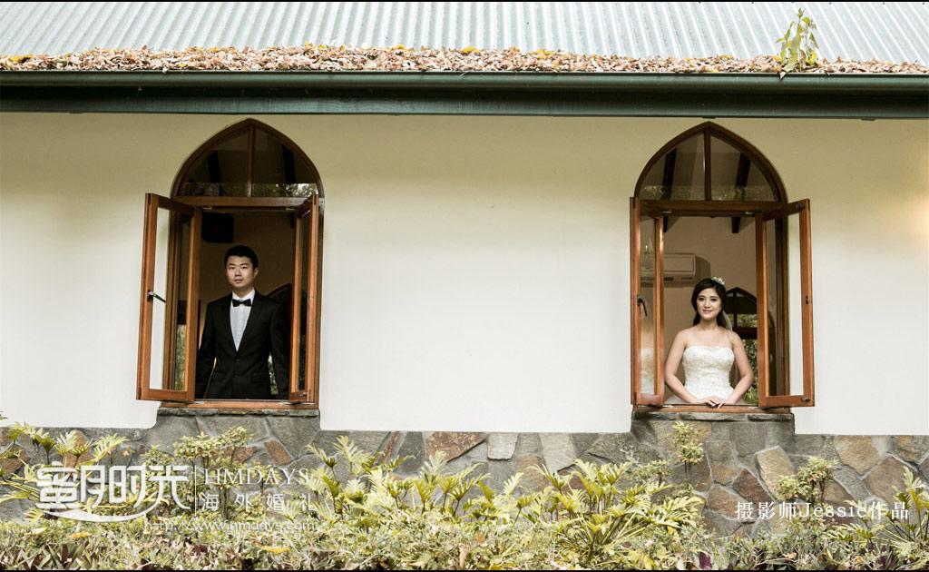 教堂窗户进行特殊的摆拍 澳洲庄园教堂婚礼