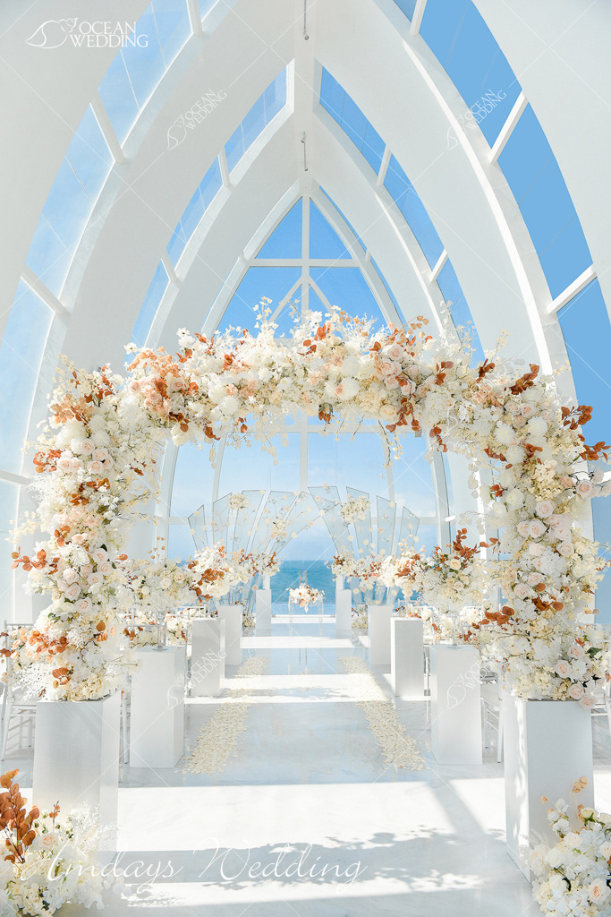 巴厘岛梦幻教堂婚礼