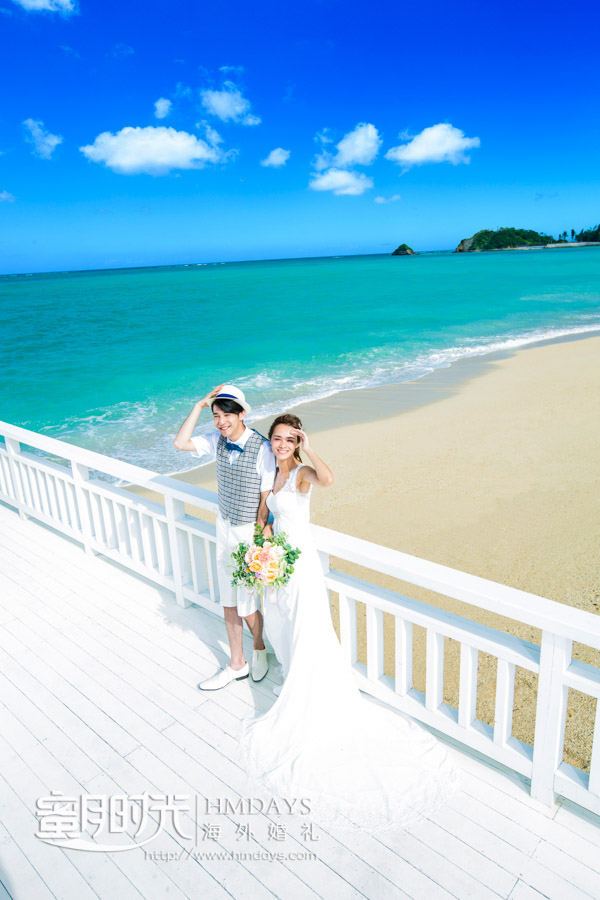 在沙滩一侧取景 冲绳飞亚(海之空)教堂婚礼