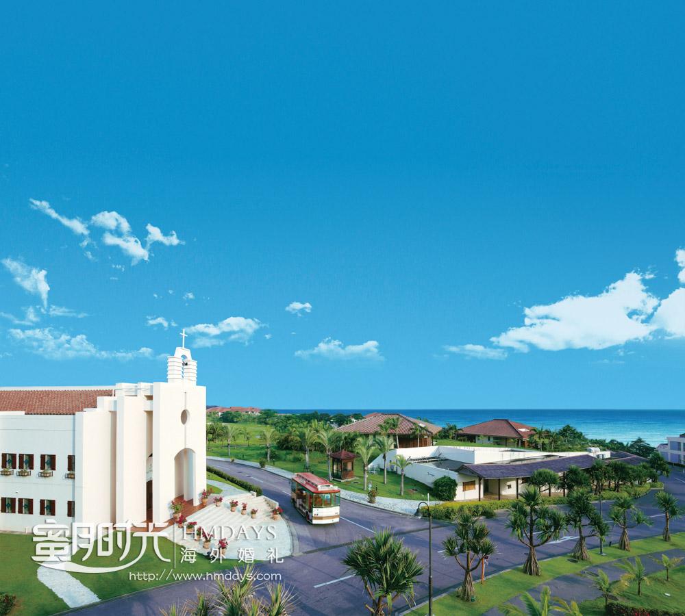 教堂侧面航拍_可以看到酒店内的摆渡车 冲绳斯黛拉(海之缘)教堂婚礼