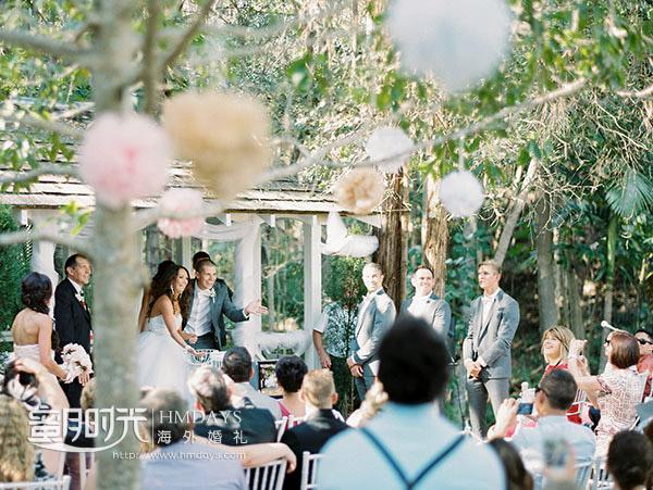礼成花瓣雨环节抓拍 澳洲庄园森林婚礼