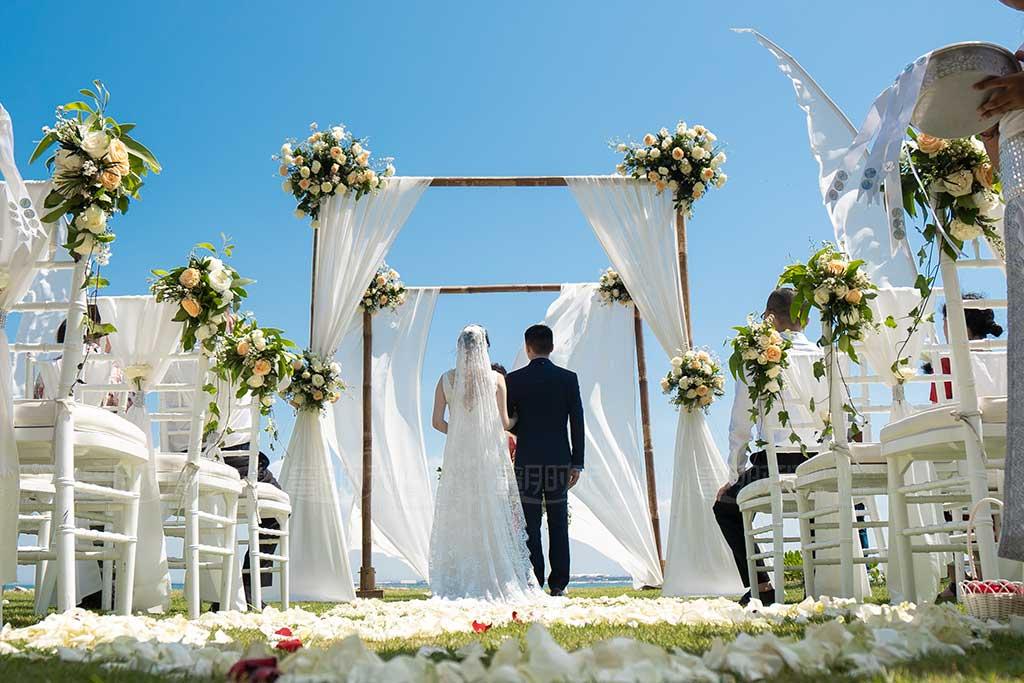 巴厘岛四季酒店海景草坪婚礼 巴厘岛四季酒店海景草坪婚礼