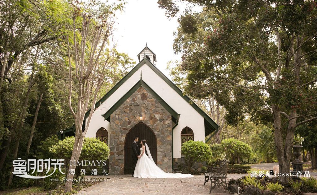 在教堂大门口拍摄 澳洲庄园教堂婚礼
