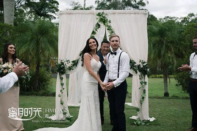 在诸位亲友祝福下牵手幸福 澳洲庄园草坪婚礼