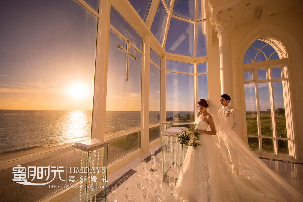 黄昏的教堂内可谓是金碧辉煌 冲绳拉索尔(海之翼)教堂婚礼