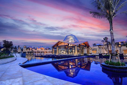 巴厘岛可以容纳百人的婚礼教堂 巴厘岛永恒教堂婚礼