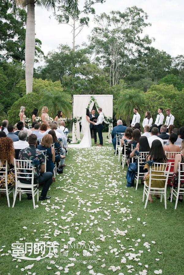 草坪婚礼仪式进行中 澳洲庄园草坪婚礼