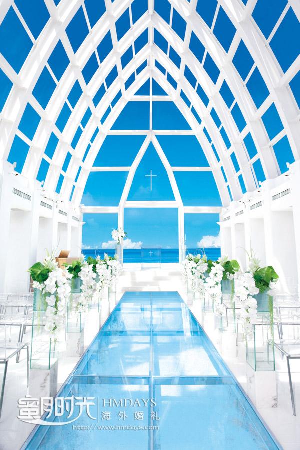 飞亚教堂内部,通透的玻璃天穹 冲绳飞亚(海之空)教堂婚礼