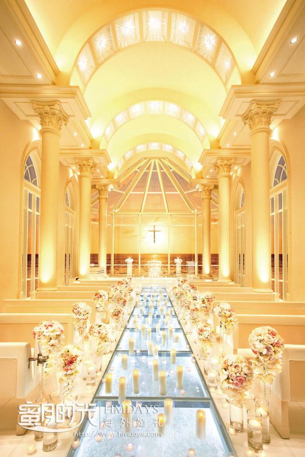 金碧辉煌的傍晚蜡烛灯装点 冲绳拉索尔(海之翼)教堂婚礼