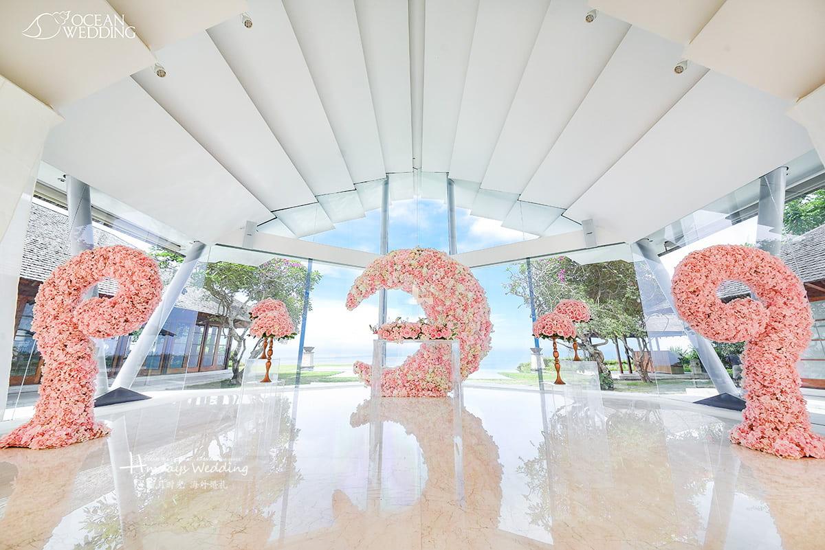 巴厘岛 海之教堂婚礼 玄月布置 白粉色 免费