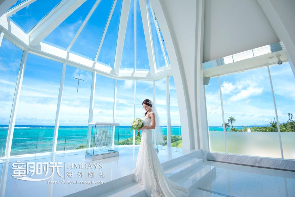 新娘在montereyLumer教堂拍摄婚礼婚纱照 冲绳露梅尔(海之光)教堂婚礼