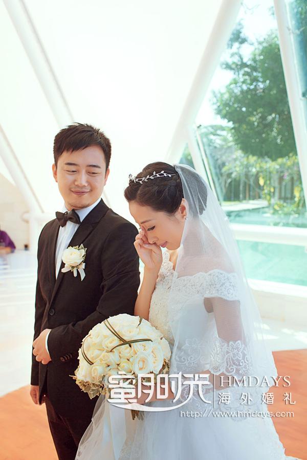 水之教堂婚礼 婚礼仪式中,新娘感动落泪 海外婚礼