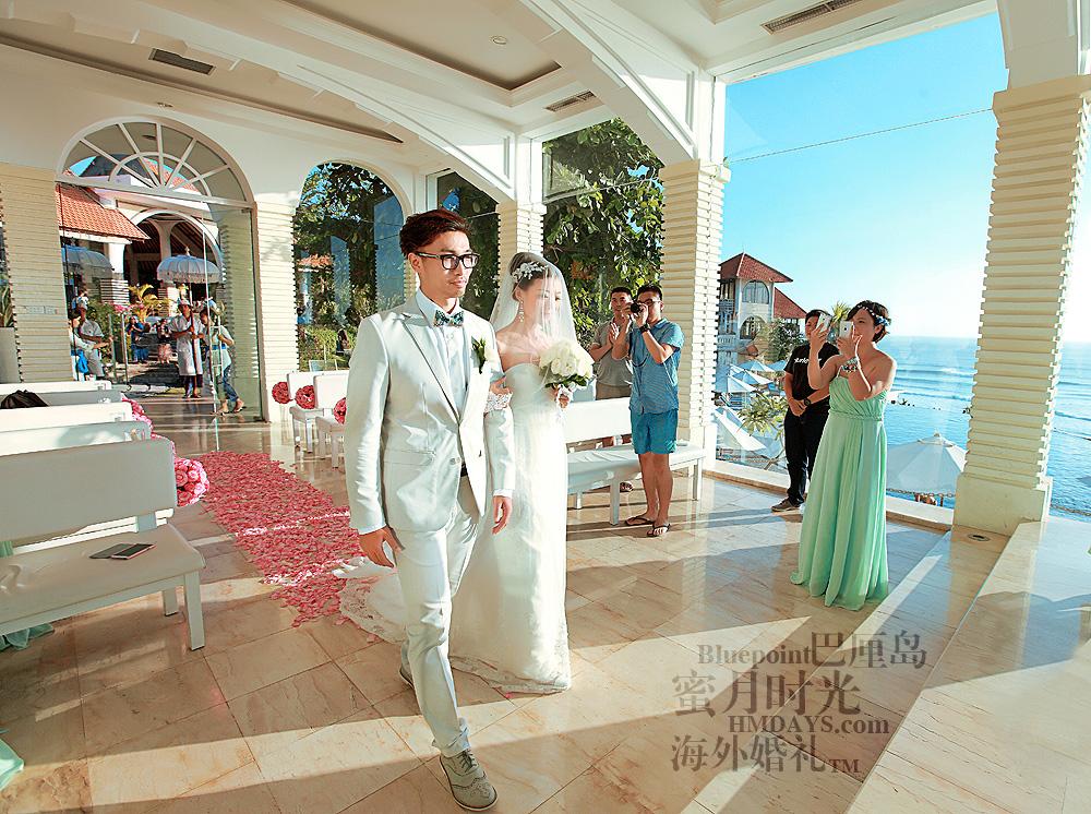 巴厘岛蓝点教堂婚礼--17:30档|新郎新娘走向圣台|海外婚礼