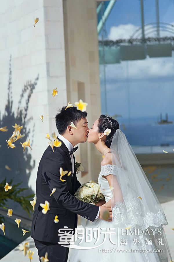 水之教堂婚礼 花瓣雨中,最美婚礼时刻 海外婚礼