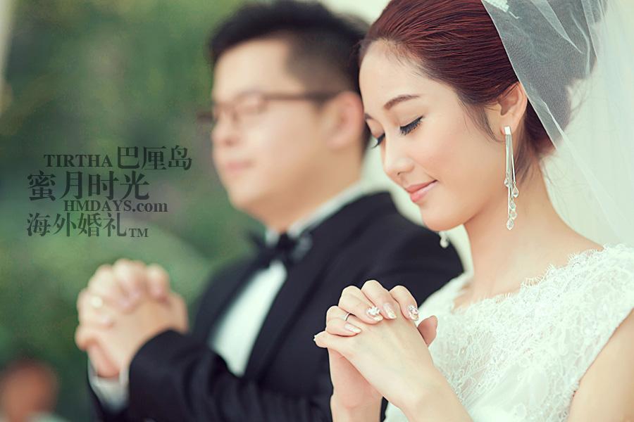巴厘岛水之教堂婚礼+巴厘岛半日外景婚纱摄影|巴厘岛婚礼,美丽的新娘,接受牧师的洗礼|海外婚礼