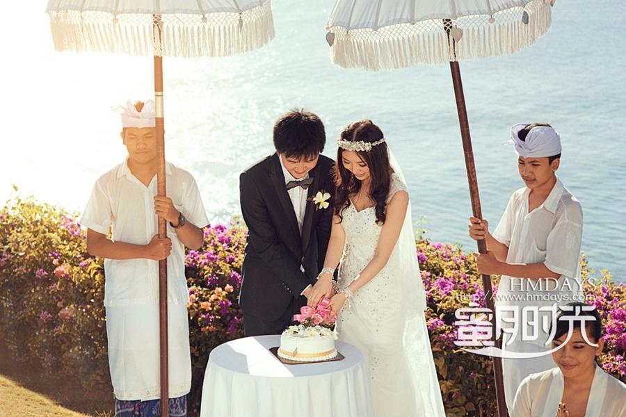 巴厘岛蓝点教堂婚礼婚纱照|切海外婚礼蛋糕中|海外婚礼