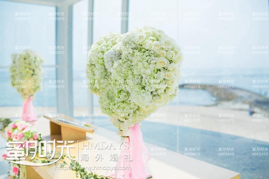 巴厘岛丽思卡尔顿教堂海外婚礼|丽思卡尔顿教堂圣台升级_美美的2个爱心花束_-蜜月时光巴厘岛海外婚礼|海外婚礼