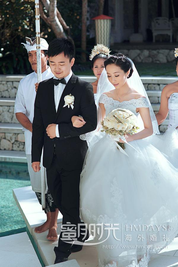 水之教堂婚礼 海外婚礼之水之教堂仪式中 海外婚礼