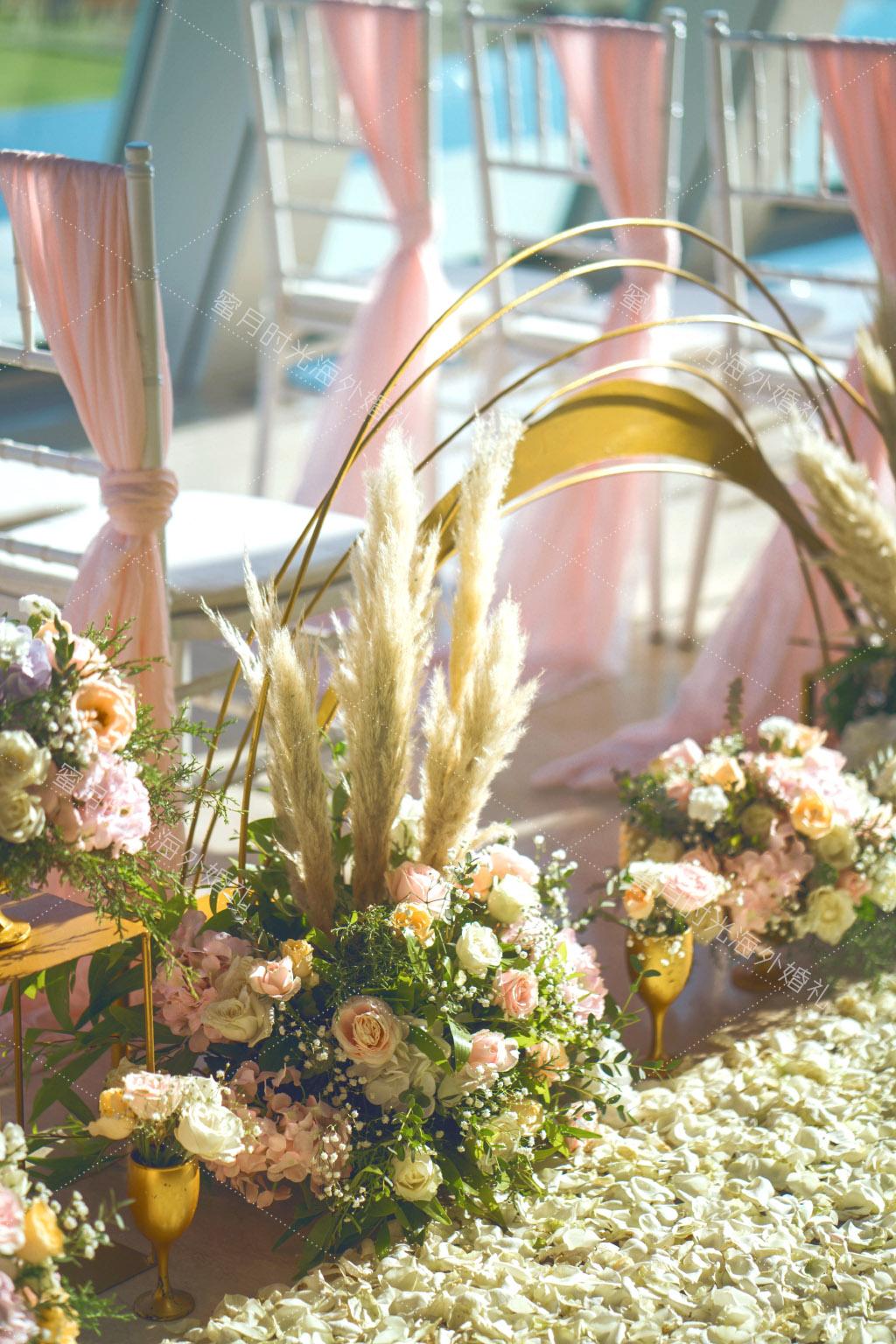 港丽无限教堂婚礼+升级布置|玫瑰_芦苇_金色花器_经久不衰的美感|海外婚礼