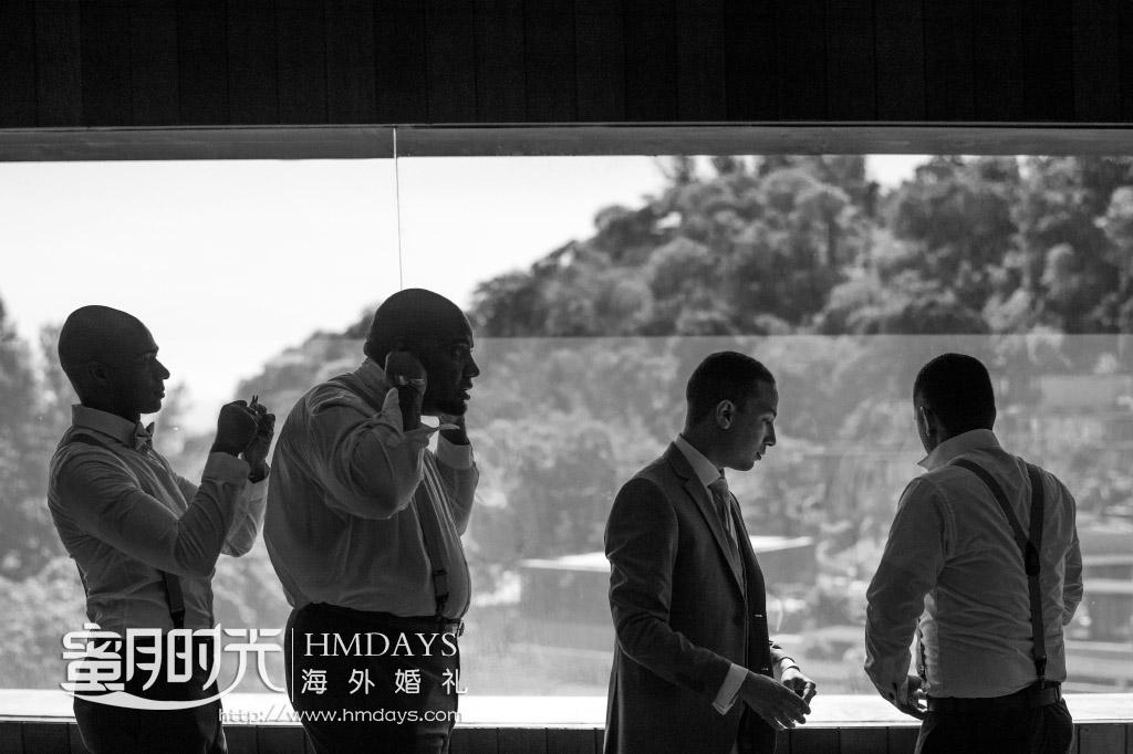 普吉岛纳卡海景草坪婚礼|伴郎们紧张的准备中|海外婚礼