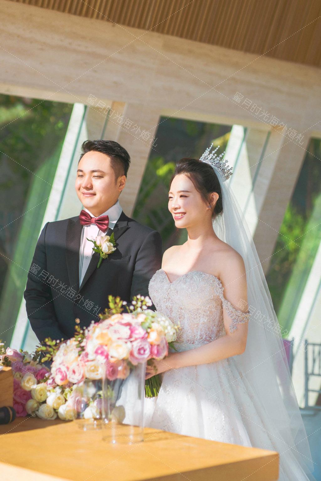 港丽无限教堂婚礼+升级布置|清晨的太阳_照射在洋溢了幸福的脸上_喜欢这样的的阳光_虽然有点睁不开眼_哈哈|海外婚礼
