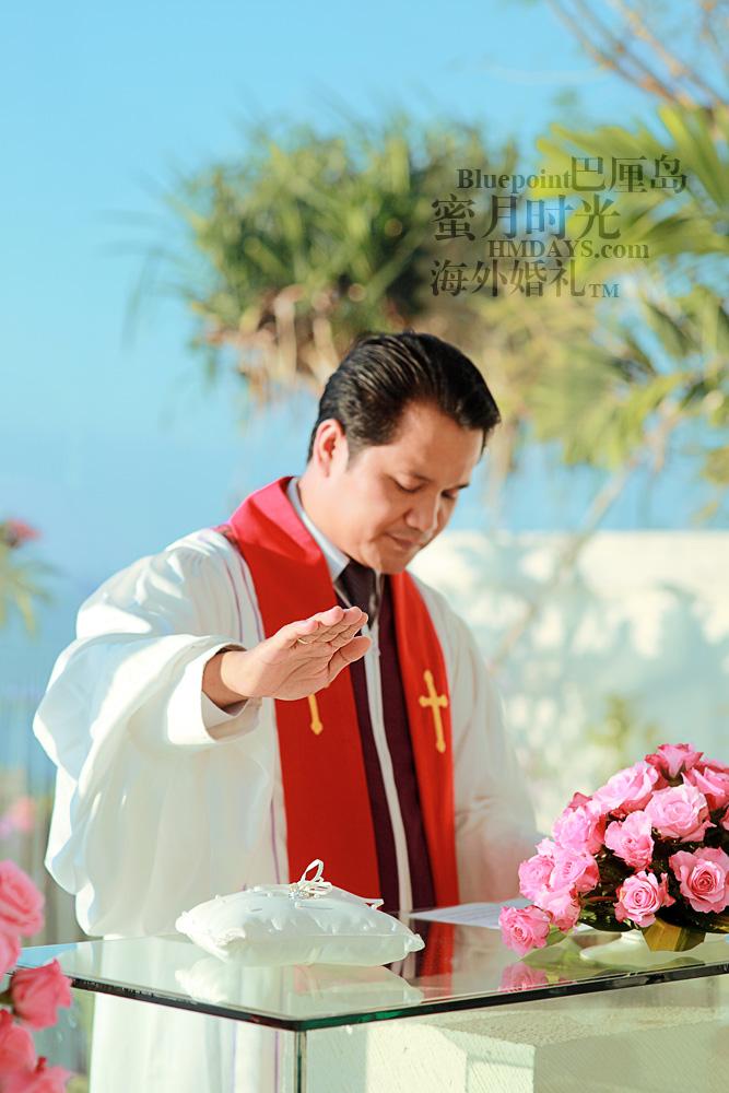 巴厘岛蓝点教堂婚礼--17:30档|婚礼意识中,牧师宣誓|海外婚礼