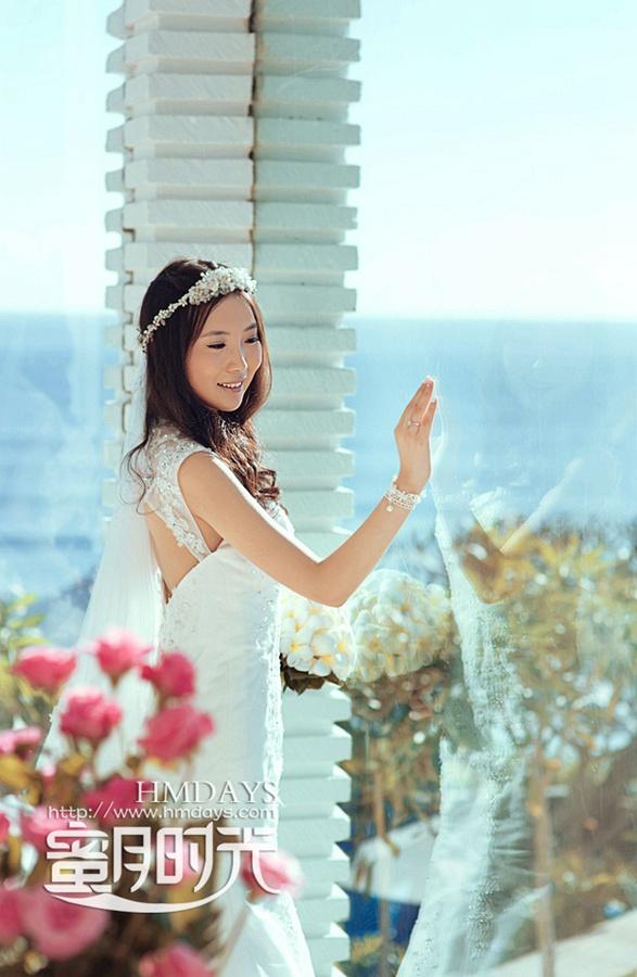 巴厘岛蓝点教堂婚礼婚纱照|蓝点教堂大堂内拍摄婚纱|海外婚礼