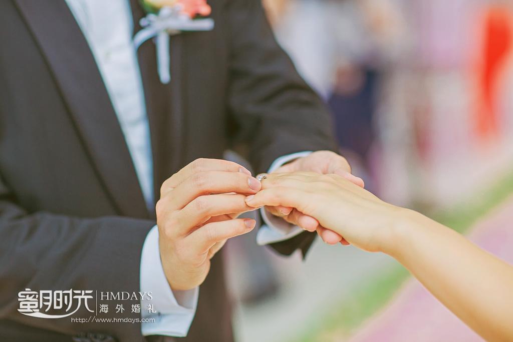 巴厘岛丽思卡尔顿教堂海外婚礼|婚礼仪式中_神圣的交换戒指环节_-蜜月时光海外婚礼|海外婚礼