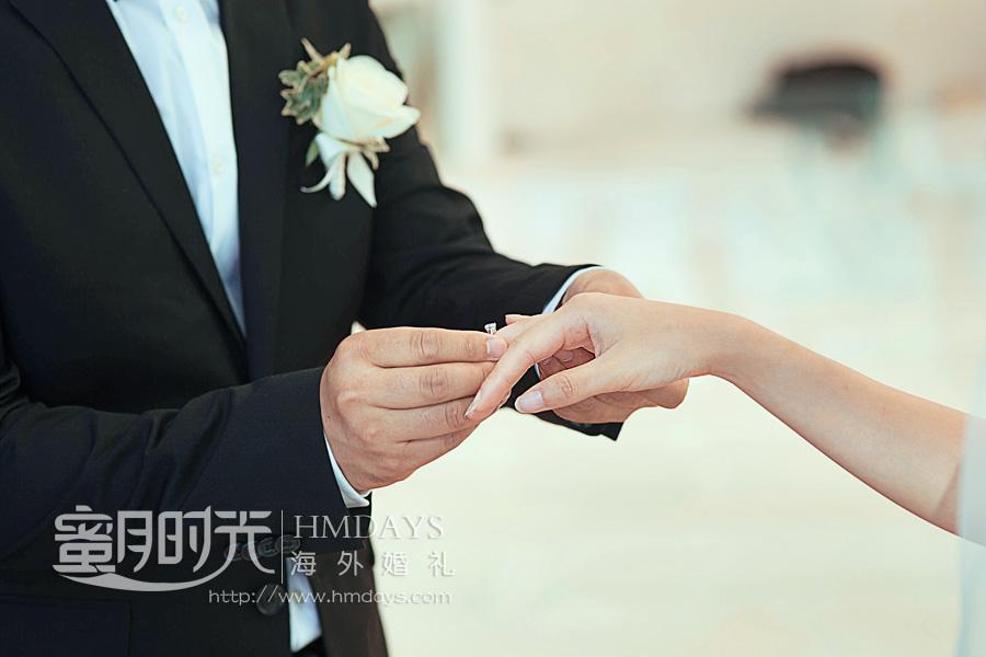 水之教堂婚礼 婚礼中交换戒指 海外婚礼