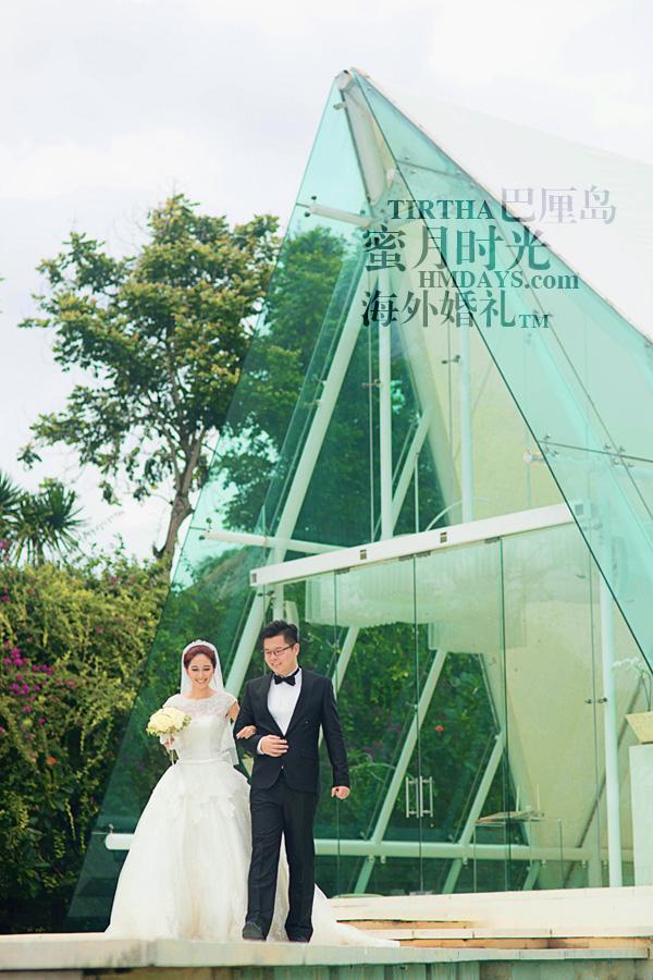 巴厘岛水之教堂婚礼+巴厘岛半日外景婚纱摄影|巴厘岛婚礼,在水之教堂门前合影|海外婚礼