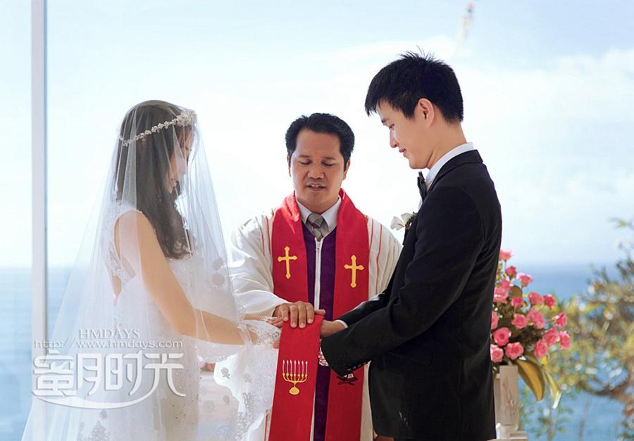 巴厘岛蓝点教堂婚礼婚纱照|在蓝点教堂里庄严宣誓|海外婚礼