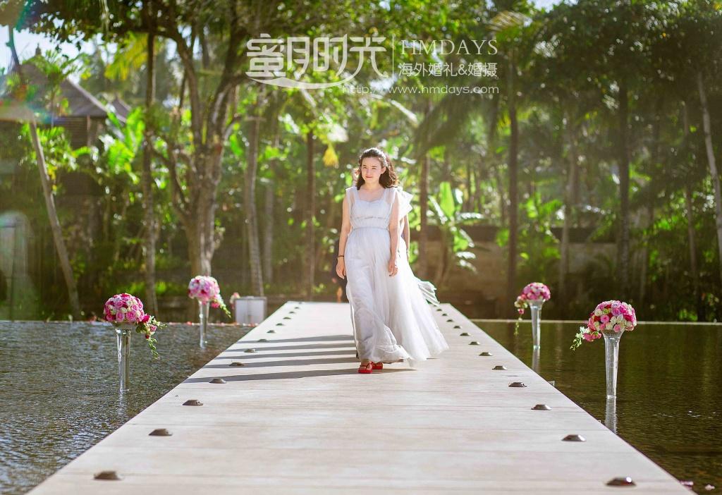 无限教堂婚礼+floating garden晚宴|伴娘团入场特写|海外婚礼