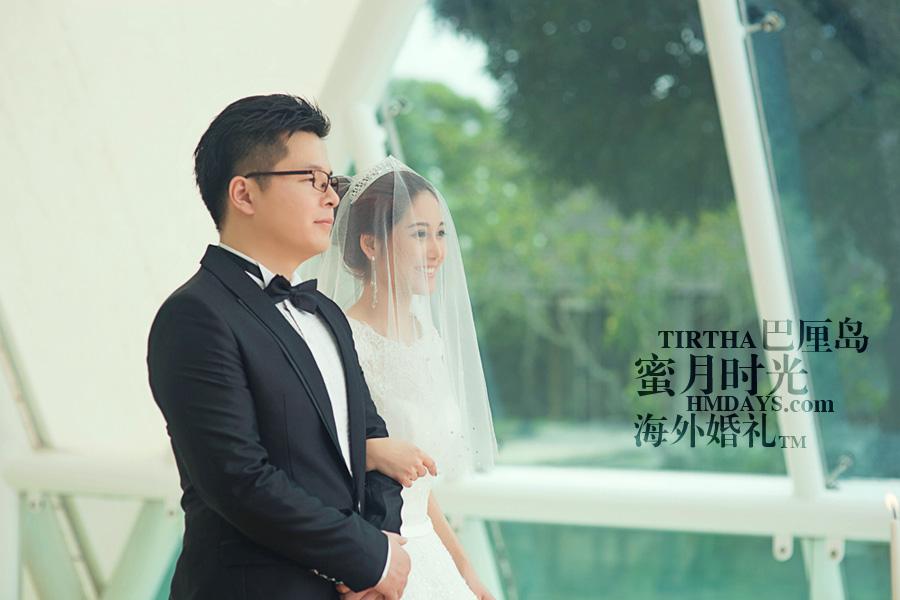 巴厘岛水之教堂婚礼+巴厘岛半日外景婚纱摄影|海外婚礼,牧师庄严宣读誓词中|海外婚礼