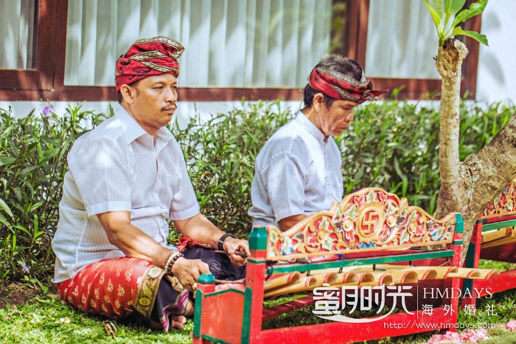 巴厘岛传统大婚婚礼婚纱照片|巴厘岛传统乐器--铃地可Rindik作为婚礼乐器|海外婚礼