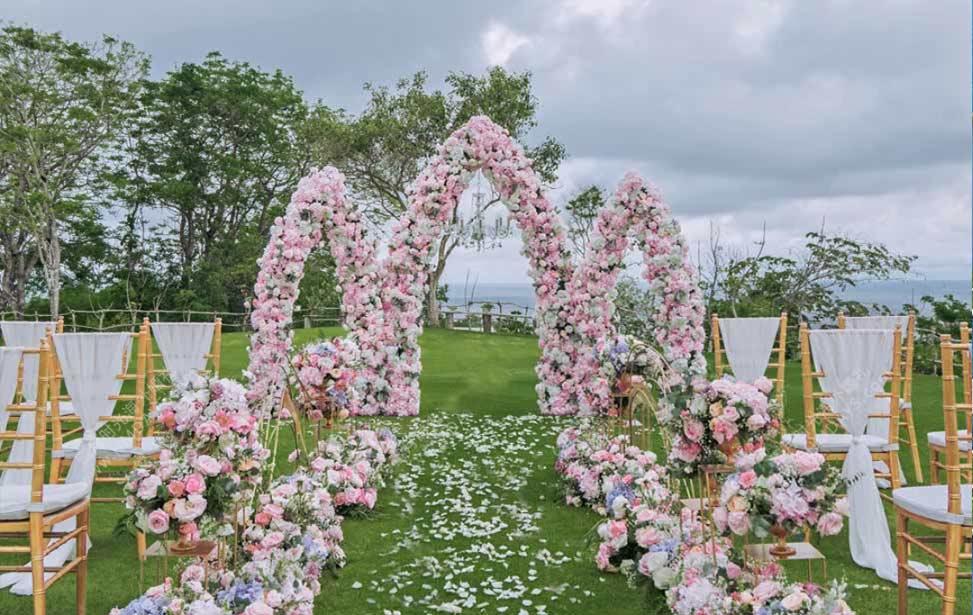 巴厘岛彩虹宫殿海景草坪婚礼