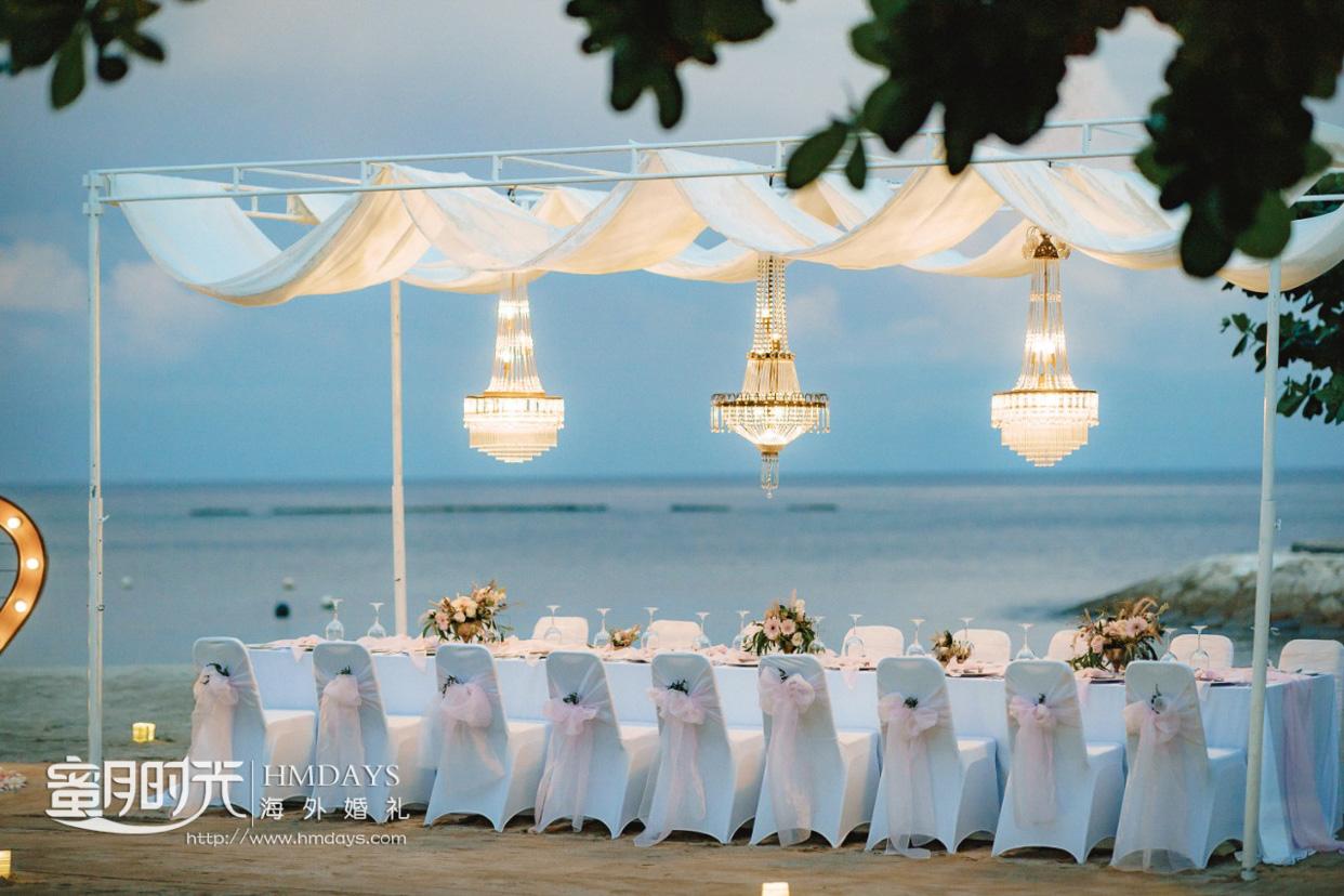 巴厘岛肉桂沙滩婚礼2019标准布置(25人起订)|海外婚礼定制中高端布置案例|巴厘岛婚礼布置定制案例